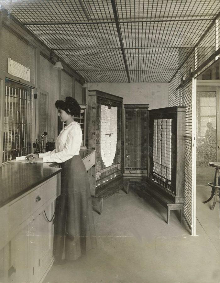 1909 Auditorium cashier